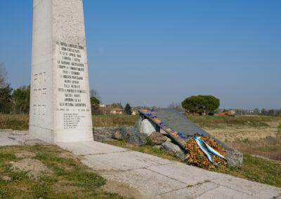 Cippo, Fiume, La memoria nel paesaggio, Lapide, Lugo, Memoria, Senio, Cippo a ricordo dell'offensiva del 10 aprile