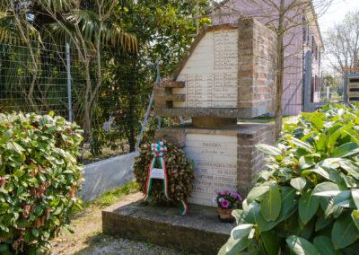 Bagnacavallo, La memoria nel paesaggio, Memoria,Cippo in ricordo della strage di Masiera del 23 dicembre 1944 a Borgo Pignatta