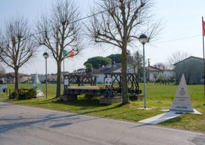 Bagnacavallo, Cimitero Canadese, La memoria nel paesaggio, Lapide, Memoria, Villanova, Monumento Cippo e stele, ponte Bailey